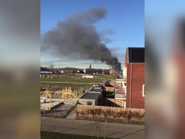 Drama-in-Zaltbommel-brand-in-loodsen-met-carnavalswagens-attachment